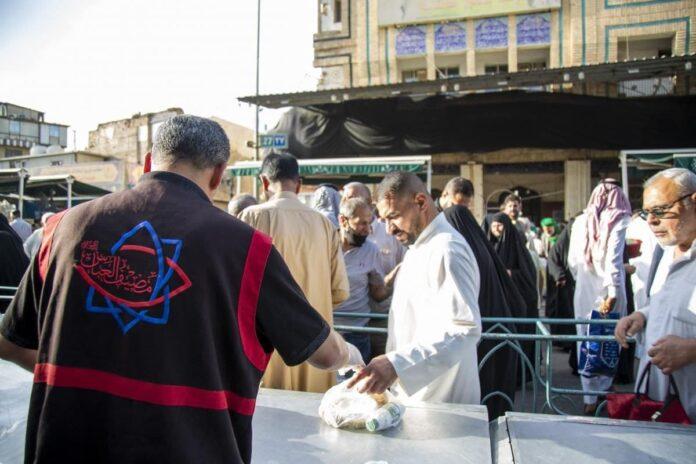 اطعام زائران روزه دار در آستان قدس عباسی